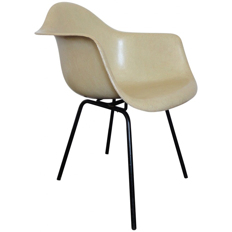 fiberglass-armchair-by-charles-ray-eames-for-herman-miller-1950s